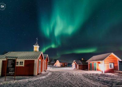 aurora-sul-villaggio-di-kukkolaforsen