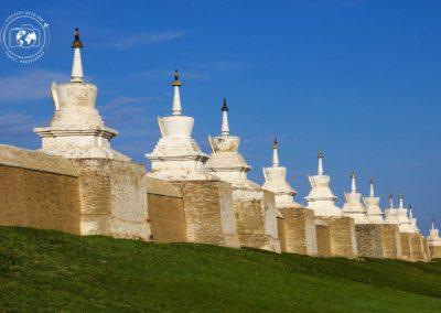 fila-di-stupa-monastero-di-erdene-zuu